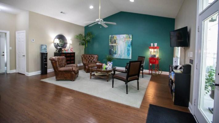 Bay Breeze Apartment Homes - Community Conveniences